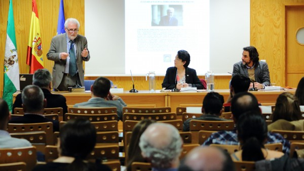 Prof. Ferrari delivers an opening lecture at UPO, Seville.