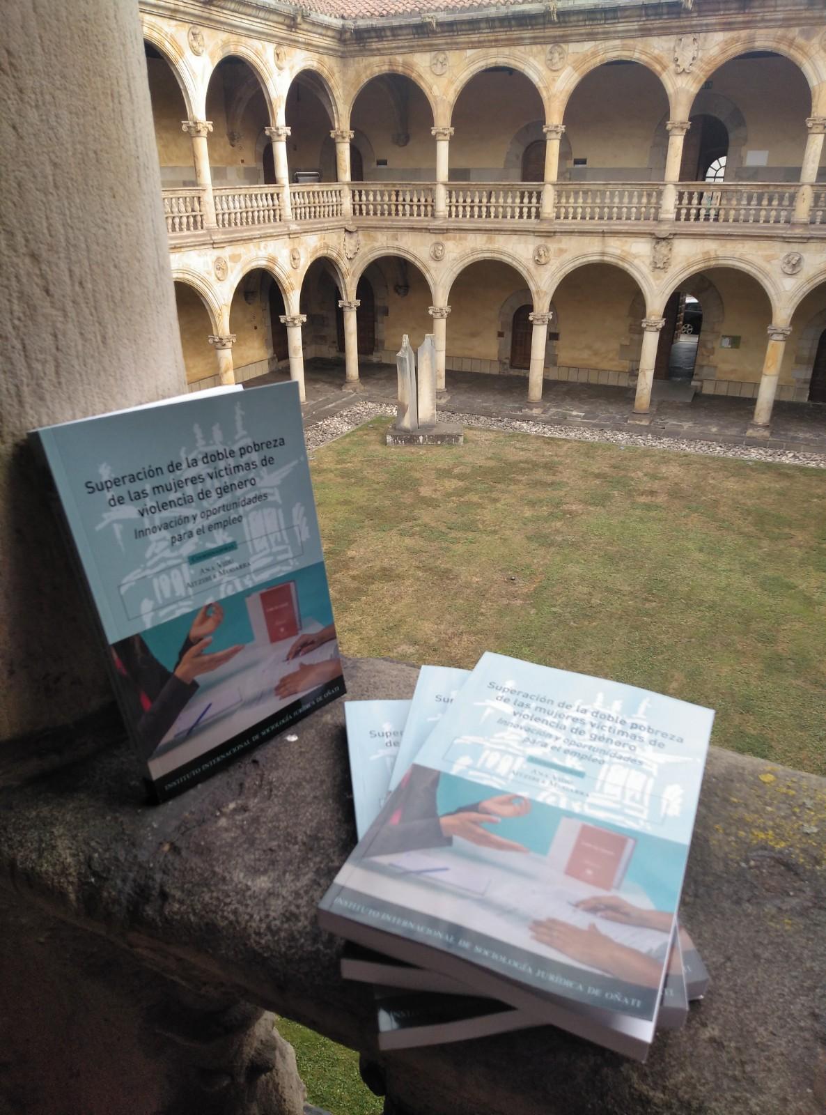 """Ejemplares de """"Superación de la doble pobreza de las mujeres víctimas de la violencia de género"""""""