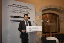 Noé Cornago, director científico del IISJ, en la inauguración